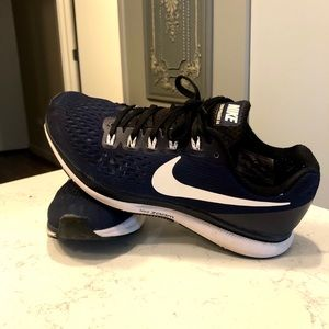 Women's NIKE Zoom shoes sz 8